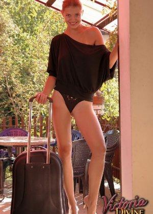 Голая худая девушка Виктория - фото 1