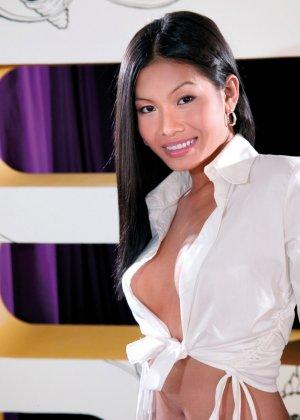 Парнишка устроил для сексапильной азиатке двойное проникновение - фото 1