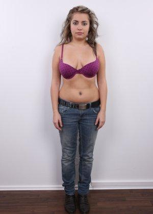 Телка с большими дойками роставила ножки на порно пробах - фото 1