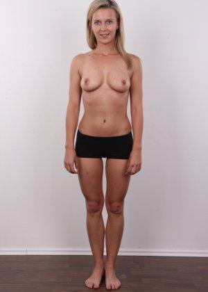 Слегка волосатый лобок девушки, которая предпочитает носить джинсы и свободные свитера - фото 5- фото 5- фото 5