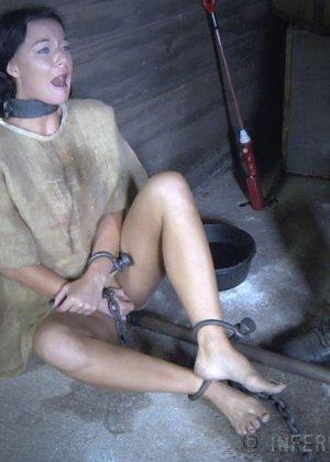 Девушка выдерживает множество испытаний, но так и не дожидается секса – она очень терпелива - фото 5