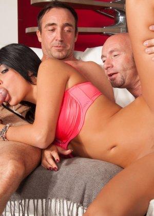 Мужик со своим другом жарят елитную проститутку в два ствола - фото 7