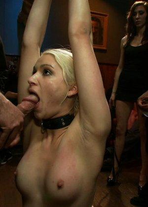 Девушке приходится испытать на себе множество различных наказаний, но она все выдерживает - фото 5