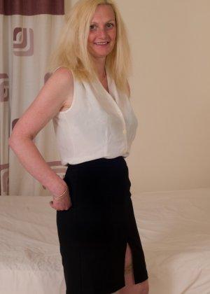 Британская зрелая женщина показывает свое тело, не стесняясь того, что она уже немолода - фото 1