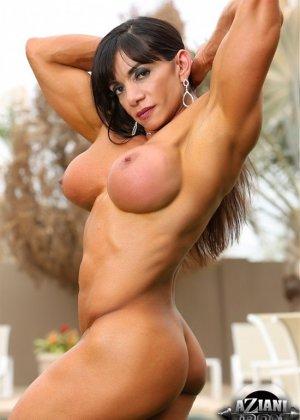 Марина Лопес обладает необыкновенно подтянутым телом, которое она так стремится показать всем - фото 7