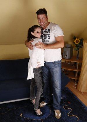 Германская проститутка забавляется со своим новым богатеньким клиентом - фото 1