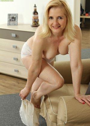 Ким Бросли – опытная женщина, которая знает, как довести себя до оргазма, что она и доказывает перед камерой - фото 7