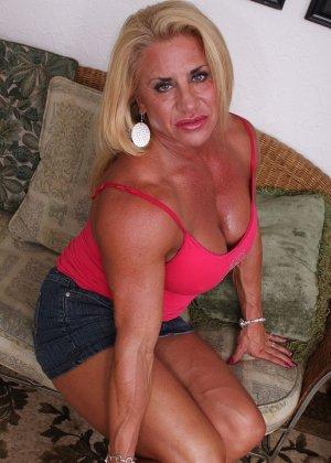 Женщина-бодибилдерша очень напоминает внешне мужчину, но всё же ее нутро говорит о женственности - фото 8