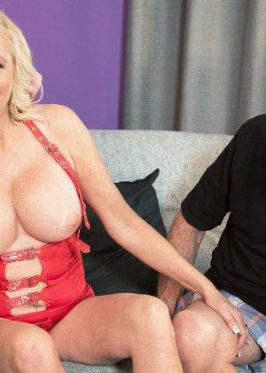 Блондинка наказала своего зрелого мужа который долго гулял на стороне - фото 11