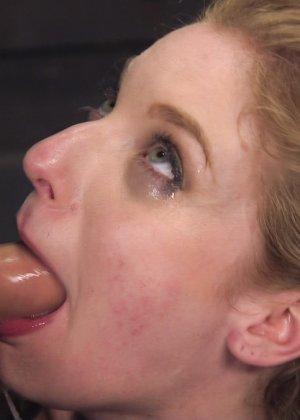 Жесткий извращенный трах во все дырочки очаровательной блондинки - фото 13