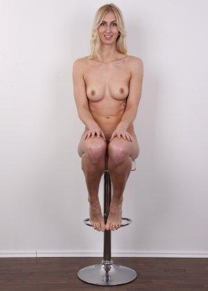 Стройная красотка с красивой грудью очень сильно хочет в порно - фото 17