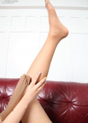 Красивая милашка азиатской внешности сбрасывает с себя лишнюю одежду и показывает грудь - фото 66 - фото 66 - фото 66