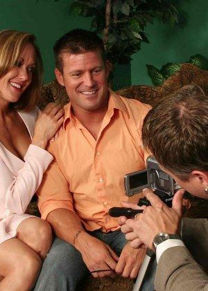На осмотре нового семейного гнезда мужику предложили за бабки выебать жену - фото 20