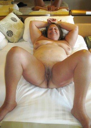 Зрелые телки оголят свои обвисшие груди, они бабки без комплексов, и трахнут кого угодно - фото 5
