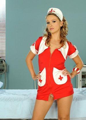 Медсестра в короткой юбки порно