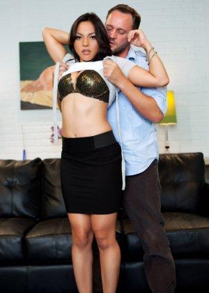 Сексуальная Адрианна Луна отдается возбужденному мужчине и позволяет трахать ее со всей силой - фото 4