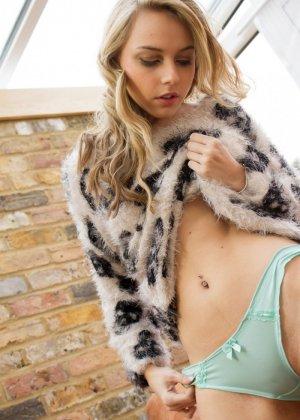 Хлоя Той – красивая блондинка, которая снимает с себя всё и демонстрирует молодое тело без одежды - фото 7