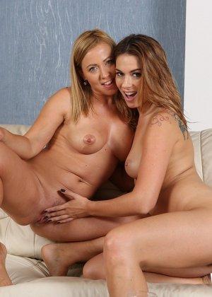 Две девушки получают удовольствие от необычных игр - фото 15- фото 15- фото 15