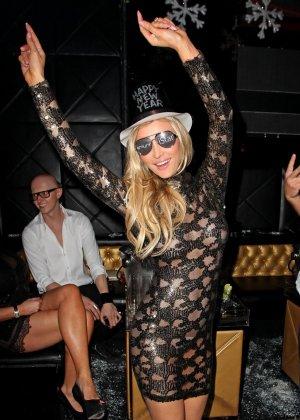 Блондинка Джоана Крупа обнимается со своим новым богатеньким мужиком - фото 3