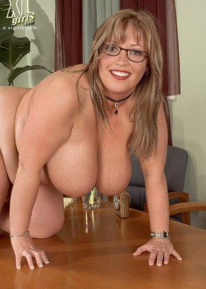 Женщина с огромными формами просто поражает своей внешностью, у нее нереальные объемы - фото 12
