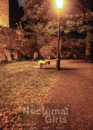 Изабель Дин – девушка без комплексов, поэтому показывает свои прелести прямо на фоне ночного города - фото 5