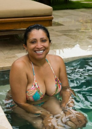 Подборка фото индийских телок которые на пляже вываливают грудь - фото 12