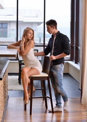 Парочка поддается страсти и решает заняться страстным сексом - фото 1- фото 1- фото 1