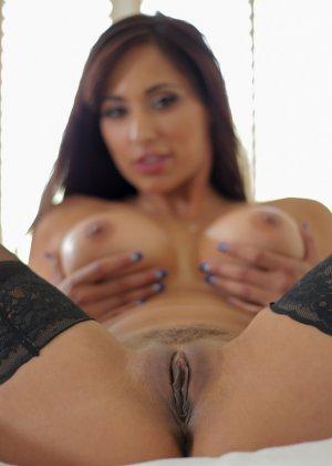 Сексуальная красотка с большими буферами подставляет свое роскошное тело для хорошей ебли - фото 6