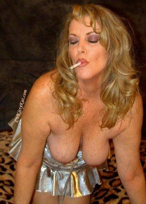 Зрелая мадам показала свои старые рыхлые сиськи всем желающим - фото 14- фото 14- фото 14