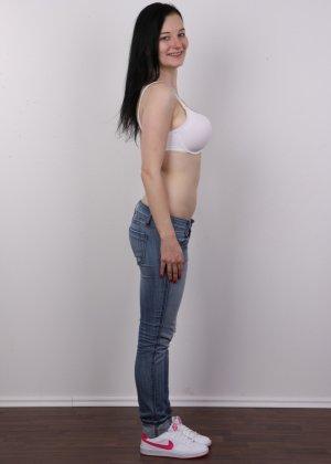 В чешском кастинге девушка решает показать всю себя без одежды и не стесняется камеры - фото 4
