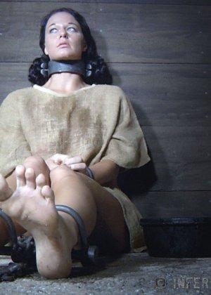 Девушка выдерживает множество испытаний, но так и не дожидается секса – она очень терпелива - фото 4