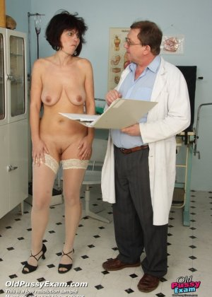 Женщина в почтенном возрасте приходит на прием к врачу и оказывается в руках развратного мужчины - фото 3