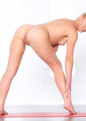 Кристал Шей занимается спортом, а заодно показывает прекрасное тело с идеальными изгибами - фото 11