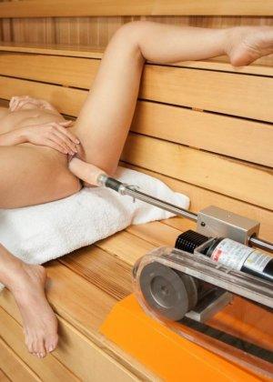 Синди Старфэлл совсем не ожидала, что секс-машина окажет на нее такое невероятное впечатление - фото 16