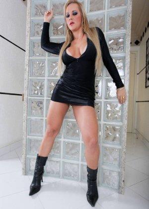 Синтия Сантос - эффектная блондинка, которая готова подставить свое пизденку для секса - фото 3