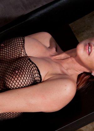 Никки Симс в сексуальном образе показывает свое соблазнительное тело - против нее не устоит никто - фото 11