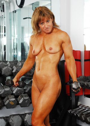 Тело этой женщины очень атлетично - она занимается бодибилдингом, но и про секс не забывает - фото 9