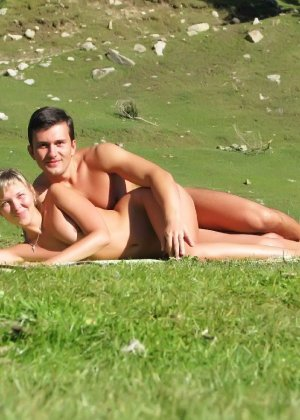 Развлечения нудистов на пляже: огромное количество больших членов и сексуальных фигур - фото 5