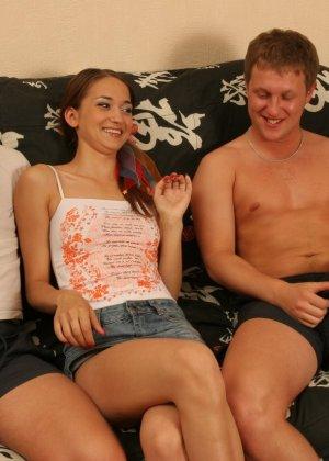 Русские парни развлекаются с одной девушкой - фото 3- фото 3- фото 3