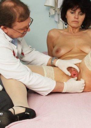 Женщина в почтенном возрасте приходит на прием к врачу и оказывается в руках развратного мужчины - фото 12