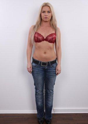Девушка показывает свое тело - фото 2- фото 2- фото 2