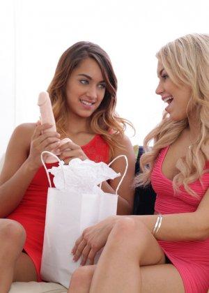 Голые худые девки лесбиянки - фото 4