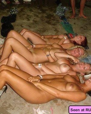 Девушки совсем не прочь похвастать своими голыми телами с большими дынями, их дойки зачетные - фото 15