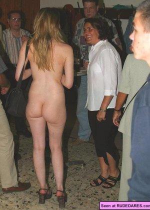 Девушки совсем не прочь похвастать своими голыми телами с большими дынями, их дойки зачетные - фото 11