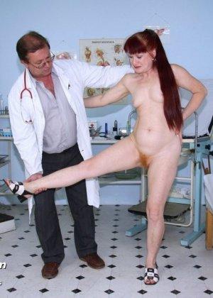 Ольга раздвигает ноги перед опытным гинекологом и разрешает произвести тщательный осмотр - фото 5
