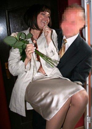 Домработница убирает после пьяного мужа - фото 6