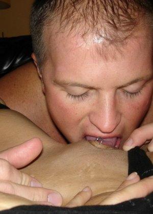 Пышная блондинка разрешает снимать себя во время минета и показывает себя всю полностью - фото 2