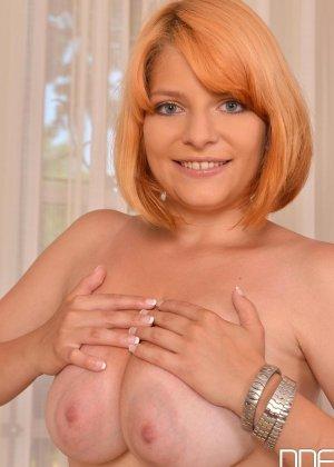 Чужая зрелая жена зарабатывает бабки оголяя свое прекрасное тело - фото 12