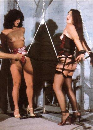 На черно-белых ретроснимках можно увидеть, что секс с применением фиксации существовал уже давно и активно использовался - фото 5