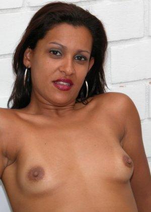 Темпераментная бразильская женщина готова показывать свое тело, чтобы доказать свою привлекательность - фото 13